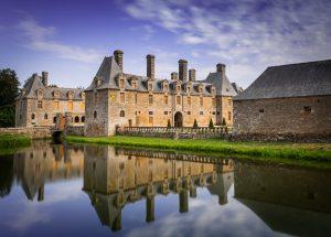 Chateau le Rocher-portail, un joyau breton situé entre Rennes et le Mont Saint-Michel,