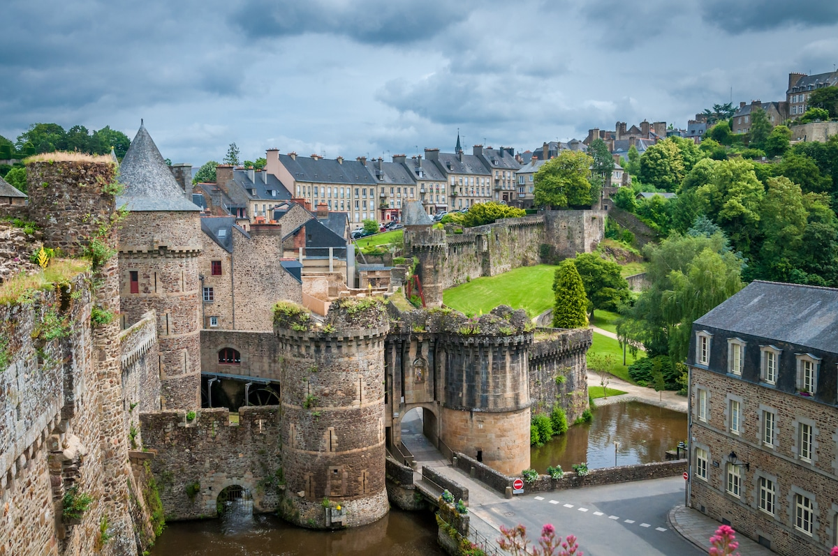 Murailles de Fougères, la plus grande forteresse médiévale de Bretagne